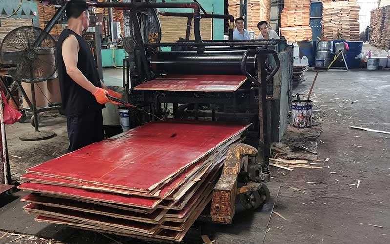 建筑模板面板过红基地