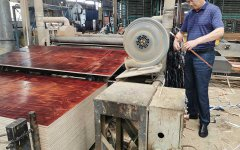 建筑模板生产-裁边区域