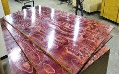 建筑工地上用的木模板